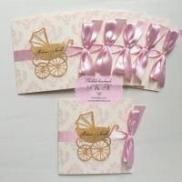 Invitatii de botez cu damask roz si carucior glitter, cod 235